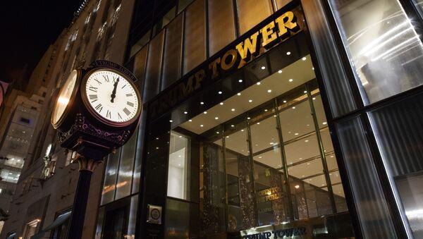 A clock sits outside of Trump Tower at midnight - Sputnik International