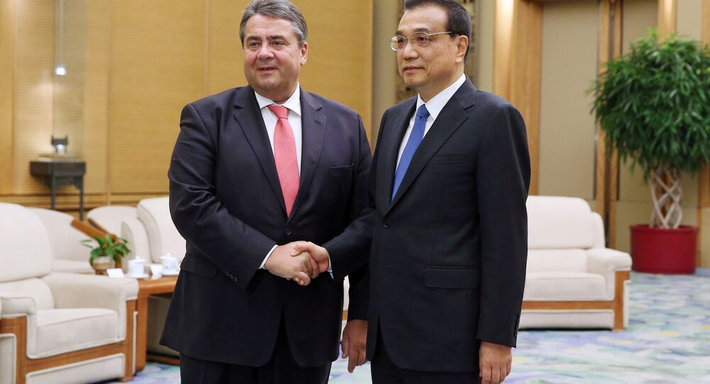 German Economy Minister Sigmar Gabriel shakes hands with Chinese Premier Li Keqiang ahead of their meeting at the Great Hall of the People in Beijing, China, 01 November 2016.
