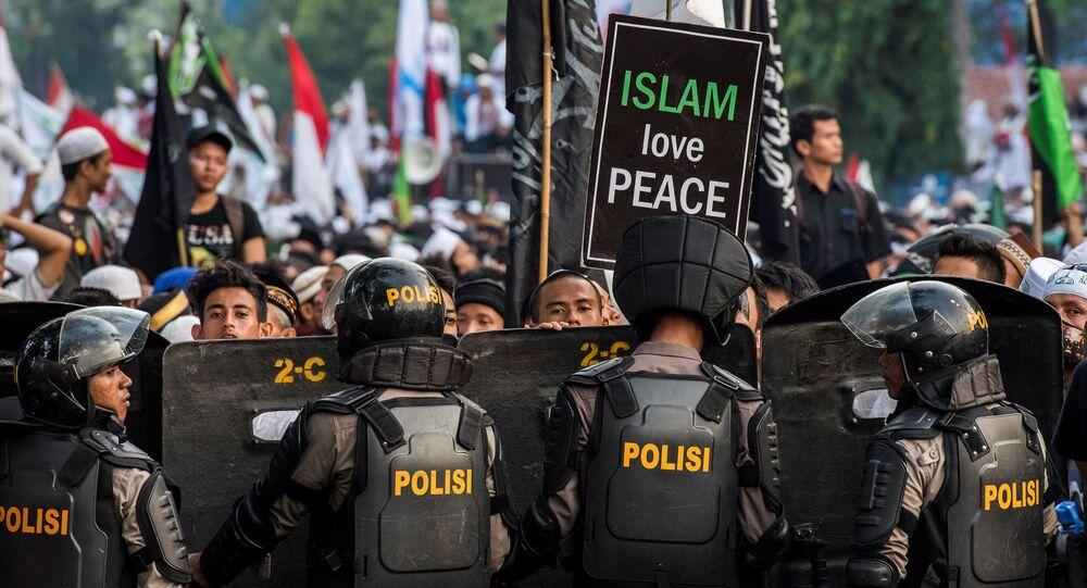Muslim hardline protesters
