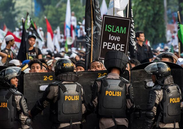 Anti-riot policemen stand guard as Muslim hardline protesters attend a protest against Jakarta's incumbent governor Basuki (Ahok) Tjahaja Purnama, an ethnic Chinese Christian running in the upcoming election, in Jakarta, Indonesia