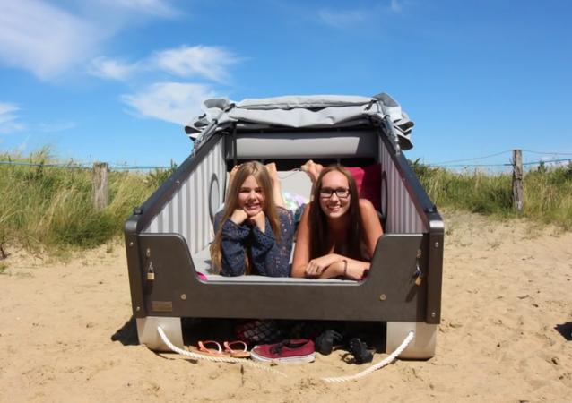 Beach sleeping basket
