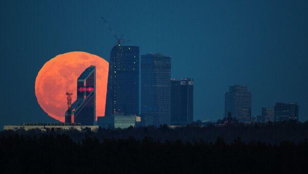 A full moon over the Moscow City International Business Center - Sputnik International