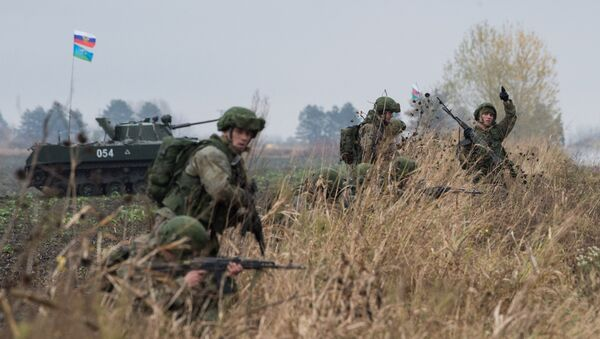 Russian servicemen in Serbia during the Slavic Brotherhood 2016 joint airborne forces exercise of Russia, Serbia and Belarus - Sputnik International