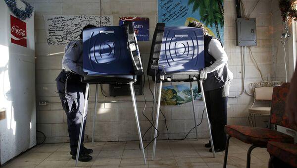 People vote at the Bermuda voting precinct at Causey's Country Store in the U.S. presidential election in Dillon, South Carolina, U.S. November 8, 2016 - Sputnik International