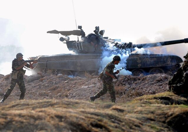 Armenian and Russian soldiers perform an attack during a Russia-Armenia joint military exercise (File)