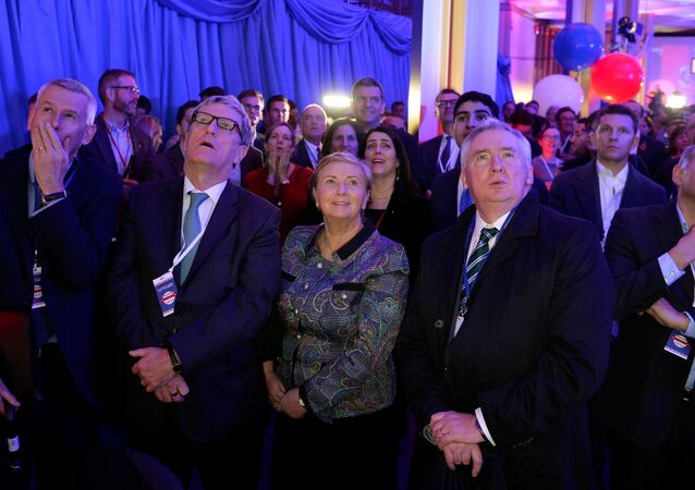 People react to the television coverage of U.S. presidential election results during an election party at the US embassy in London, Britain, November 9, 2016.