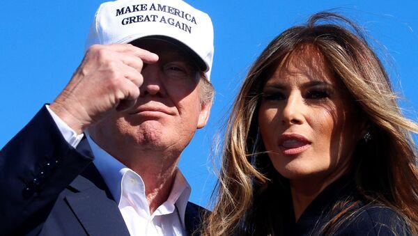 Republican presidential nominee Donald Trump points at his wife Melania Trump at a campaign rally in Wilmington, North Carolina, U.S. November 5, 2016 - Sputnik International