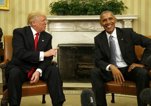 U.S. President Barack Obama meets with President-elect Donald Trump (L) to discuss transition plans in the White House Oval Office in Washington, U.S., November 10, 2016