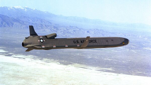 A right side view of an AGM-86 air launched cruise missile (ALCM) in flight - Sputnik International