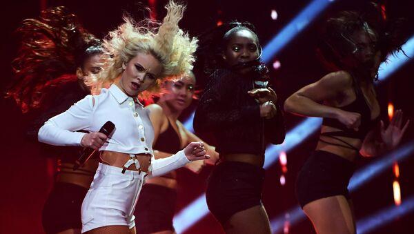 Swedish singer Zara Larsson performs at the MTV Europe Music Awards (EMA) on November 6, 2016 at the Ahoy Rotterdam in Rotterdam - Sputnik International