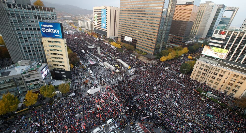 People take part in a rally calling for President Park Geun-hye to step down in central Seoul, South Korea, November 12, 2016.