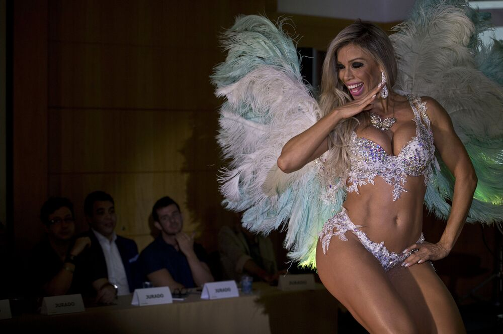 Carnival of Curves: Best Moments of Miss BumBum Contest