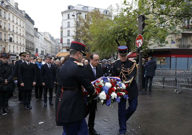 French President Francois Hollande and Paris Mayor Anne Hidalgo lay a wreath of flowers as they unveil a commemorative plaque next to the A La Bonne Biere cafe and the Rue de la Fontaine au Roi street, in Paris, France, November 13, 2016, during a ceremony held for the victims of last year's Paris attacks which targeted the Bataclan concert hall as well as a series of bars and killed 130 people