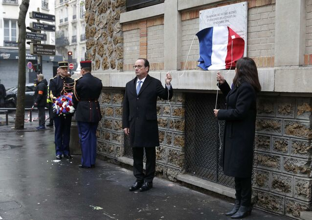 French President Francois Hollande and Paris Mayor Anne Hidalgo unveil a commemorative plaque next to the La Belle Equipe bar and restaurant, in Paris, France, November 13, 2016, during a ceremony held for the victims of last year's Paris attacks which targeted the Bataclan concert hall as well as a series of bars and killed 130 people.