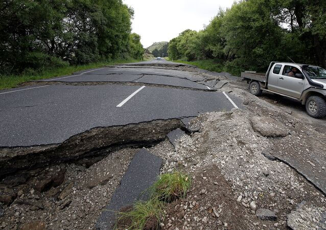 A four-wheel-drive vehicle negotiates the damaged State Highway One near the town of Ward, south of Blenheim, following an earthquake on New Zealand's South Island, November 14, 2016.