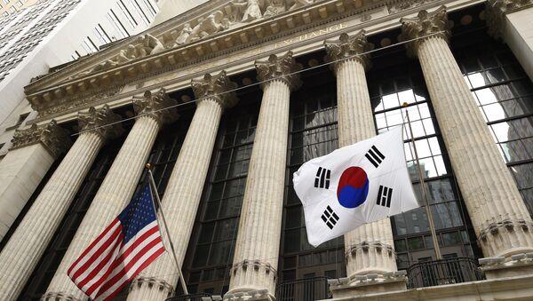 The South Korean flag (R) with a US flag. (File) - Sputnik International