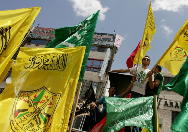 Palestinian supporters of Hamas Islamist movement and of Fatah party wave their faction's flags during a rally to support the Palestinian political unity deal, in the West Bank city of Jenin. (File)