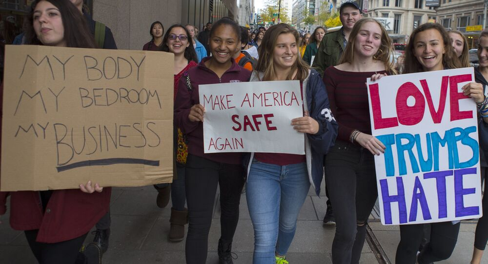 More US Students Leave Class in Protest of Trump Win