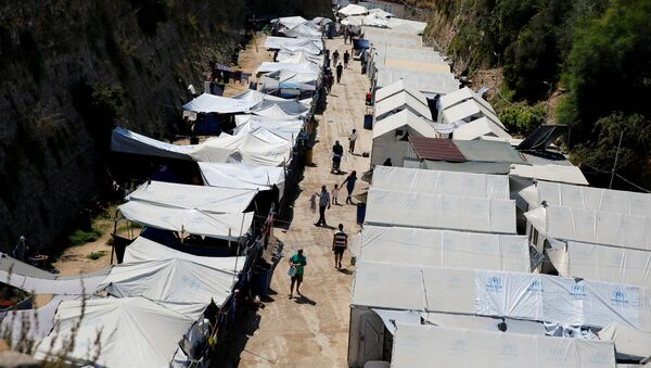 Refugees and migrants make their way at the Souda municipality-run camp, on the island of Chios, Greece, September 7, 2016 - Sputnik International