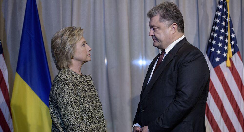 Democratic presidential nominee Hillary Clinton (L) and Ukrainian President Petro Poroshenko speak before a meeting at the Intercontinental Hotel on September 19, 2016 in New York