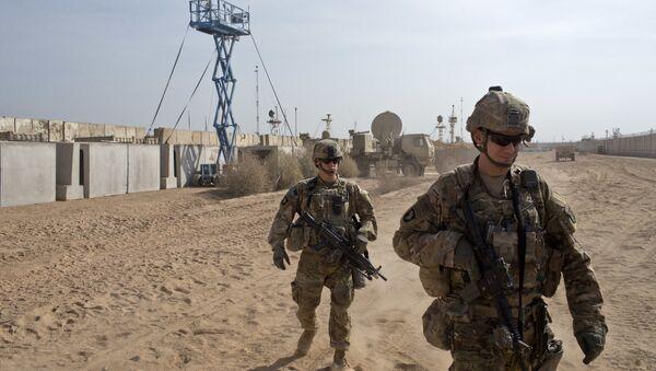 U.S. Army soldiers move through Qayara West Coalition base in Qayara, some 50 kilometers south of Mosul, Iraq, Wednesday, Nov. 9, 2016 - Sputnik International