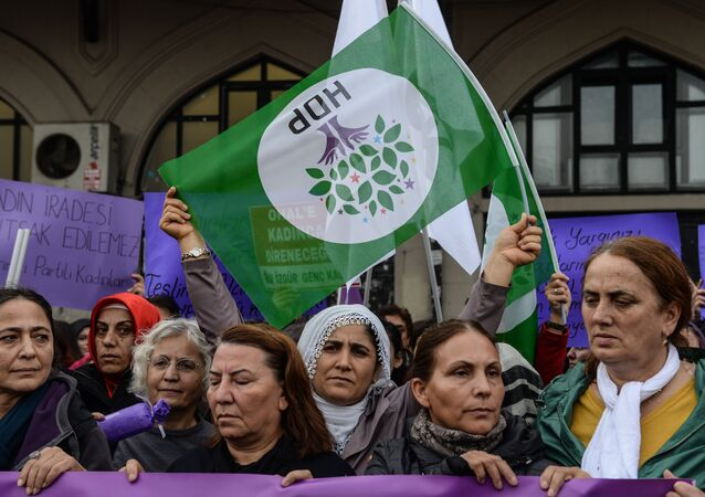 Protesters shout slogans and wave Peoples' Democracy Party (HDP) flags on November 6, 2016 during demonstration at Kadikoy district in Istanbul