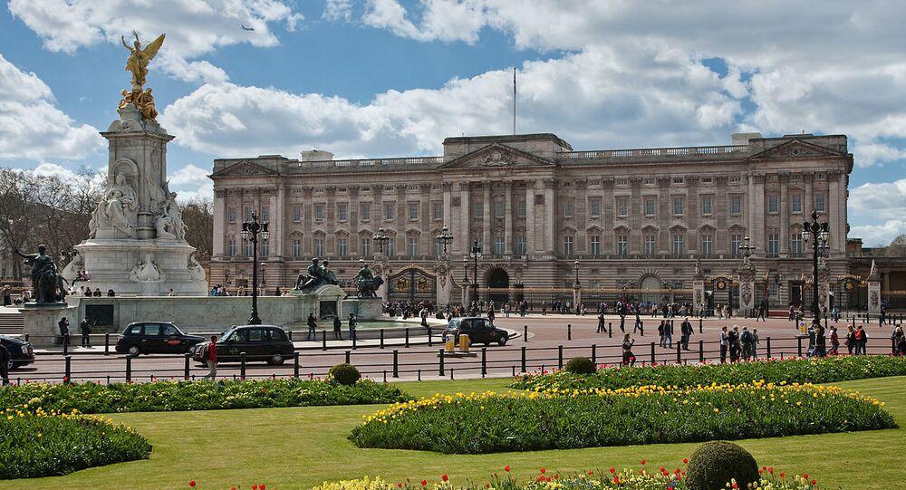 Buckingham Palace & Queen Victoria Memorial