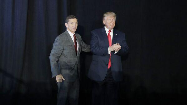 Retired Gen. Michael Flynn and  Donald Trump (File) - Sputnik International