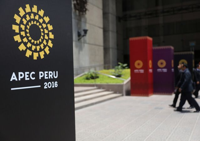 People walk into the Museum of the Nation, where the 2016 APEC (Asian Pacific Economic Cooperation) summit will take place from November 19-20 with the participation of leaders from China, Russia, the United States and Japan, in Lima, Peru, November 17, 2016