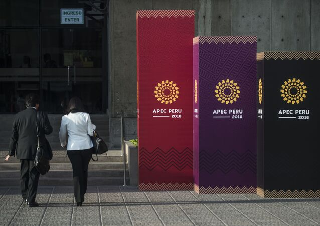 People arrive to the Lima Convention Center during the Asia-Pacific Economic Cooperation (APEC) Summit on November 17, 2016