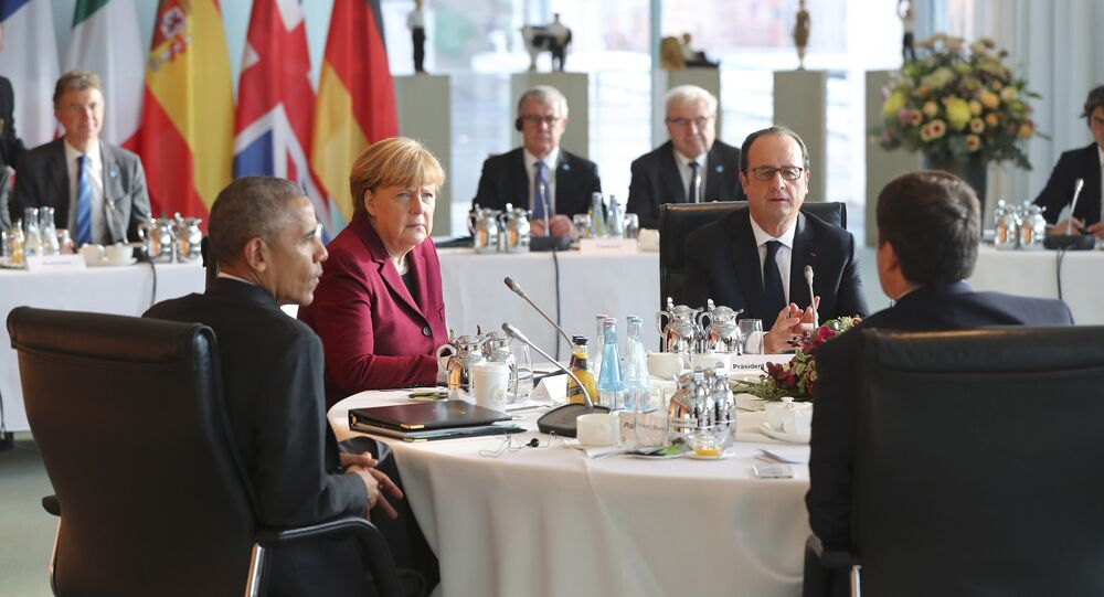 U.S. President Barack Obama, German Chancellor Angela Merkel, French President Francois Hollande and Italian Prime Minister Matteo Renzi meet at the chancellery in Berlin, Germany, November 18, 2016.