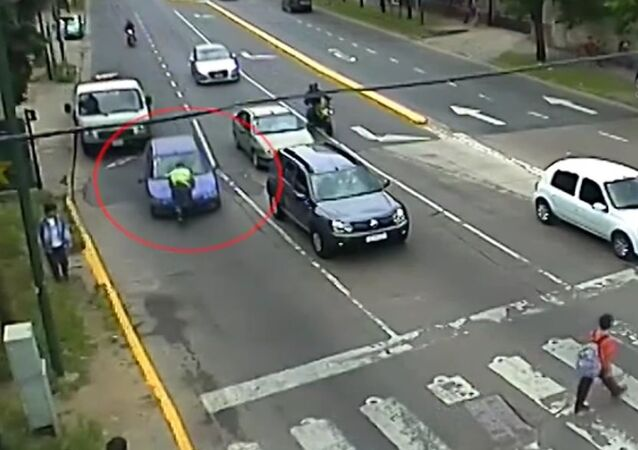 Traffic Inspector Clings to Car Bonnet for Four Blocks After Traffic Stop in San Isidro, Argentina