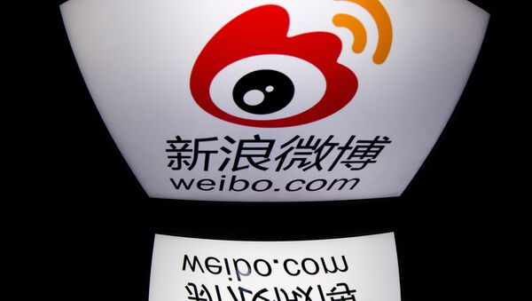 The chinese app Weibo's logo is displayed on a tablet in Paris. (File) - Sputnik International