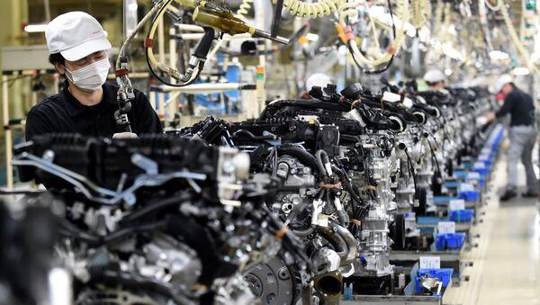 Employees work at the main assembly line of V6 engines at Iwaki Plant of Japan's Nissan Motor in Iwaki, Fukushima prefecture - Sputnik International