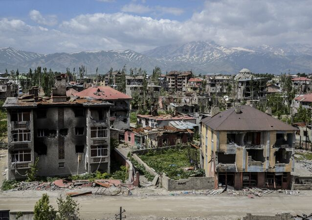 General view of damaged buildings after heavy fightings between Turkish government troops and Kurdish fighters after the curfew in the southeastern Turkey Kurdish town of Yuksekova, near the border with Iraq and Iran. (File)