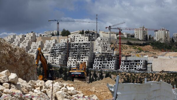 A general view taken on March 29, 2016 shows Israeli construction cranes and excavators at a building site of new housing units in the Jewish settlement of Neve Yaakov, in the northern area of east Jerusalem - Sputnik International