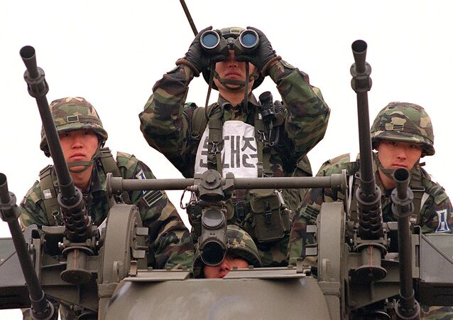 South Korean army soldiers take part in a drill against possible attack by North Korean troops (File)