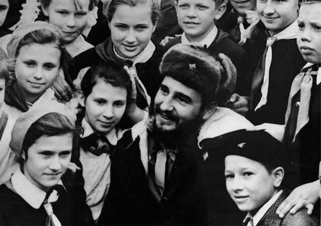 Fidel Castro meeting with school students in Murmansk, 1963