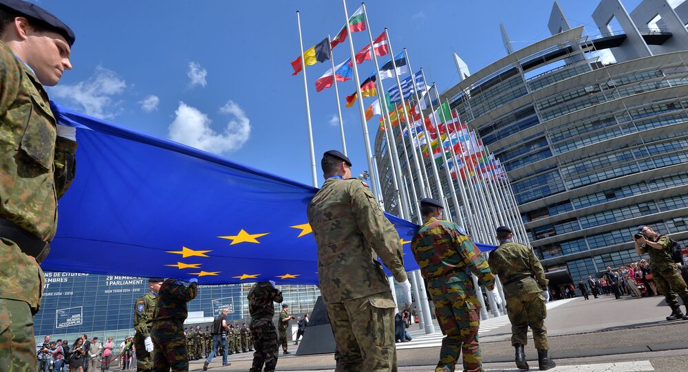 Soldiers of a Eurocorps detachment carry the European Union flag to mark the inaugural European Parliament session in front of the European Parliament in Strasbourg, eastern France (file)