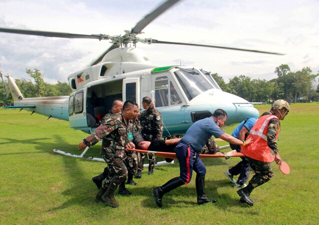 Soldiers carry on a stretcher a wounded member of Philippine President Rodrigo Duterte's presidential security group who was airlifted at an army camp in Cagayan de Oro after being hit in a roadside bomb attack in Lanao del Sur, Philippines November 29, 2016.