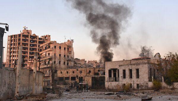 Smoke billows in Aleppo's Bustan al-Basha neighbourhood on November 28, 2016 - Sputnik International