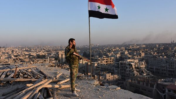 Syrian pro-government forces stand on top of a building overlooking Aleppo in the city's Bustan al-Basha neighbourhood on November 28, 2016 - Sputnik International