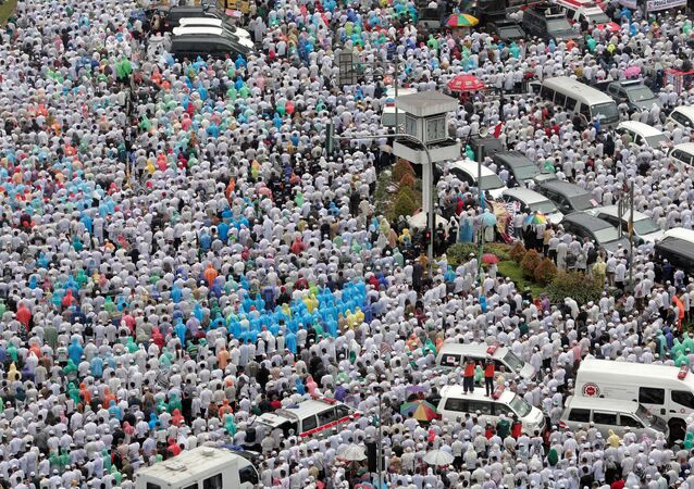 Indonesian Muslims pray at a rally calling for the arrest of Jakarta's Governor Basuki Tjahaja Purnama, popularly known as Ahok, who is accused of insulting the Koran, in Jakarta, Indonesia December 2, 2016