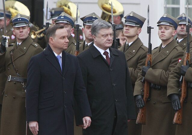 Polish President Andrzej Duda,left, and the president of Ukraine Petro Poroshenko inspect a guard of honor during the official welcome ceremony at the Presidential Palace in Warsaw, Poland, Friday, Dec. 2, 2016