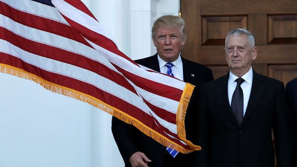 U.S. President-elect Donald Trump (L) greets retired Marine Gen. James Mattis for a meeting at the main clubhouse at Trump National Golf Club in Bedminster, New Jersey, U.S., November 19, 2016 - Sputnik International