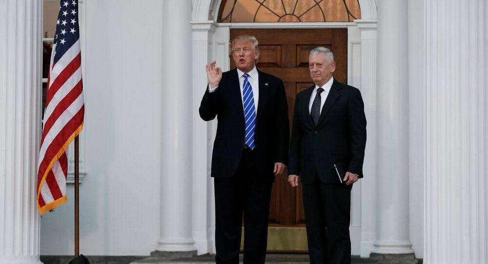 US President Donald Trump stands with retired Marine Gen. James Mattis.