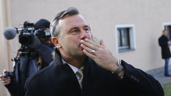 Austrian far-right Freedom Party (FPOe) presidential candidate Norbert Hofer reacts in Pinkafeld, Austria, December 4, 2016 - Sputnik International
