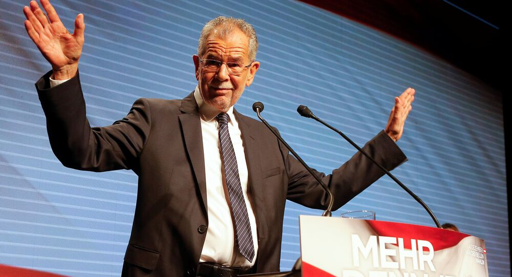 Austrian presidential candidate Alexander Van der Bellen, whi is supportet by the Greens, delivers his speech during the final election rally in Vienna, Austria, December 2, 2016