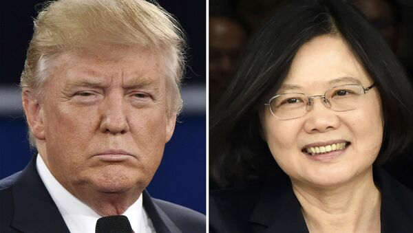 (FILES) This combo of file photos shows Republican presidential candidate Donald Trump (L) in St. Louis, Missouri on October 9, 2016 and Taiwan's President Tsai Ing-wen in Panama City on June 27, 2016 - Sputnik International
