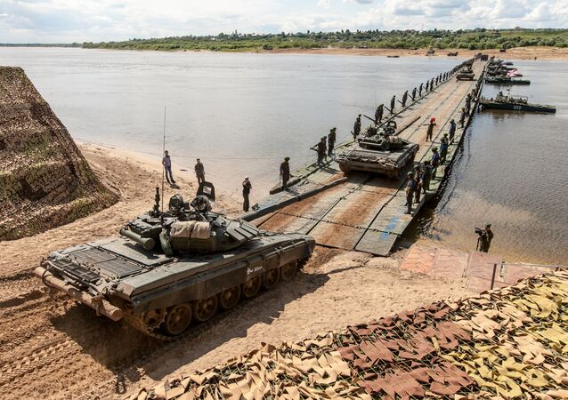 Russian army servicemen during the Open Water competition of the pontoon ferry units of the Russian Army's Engineering Corps in Murom